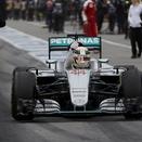 Hamilton wins and closes gap on Rosberg