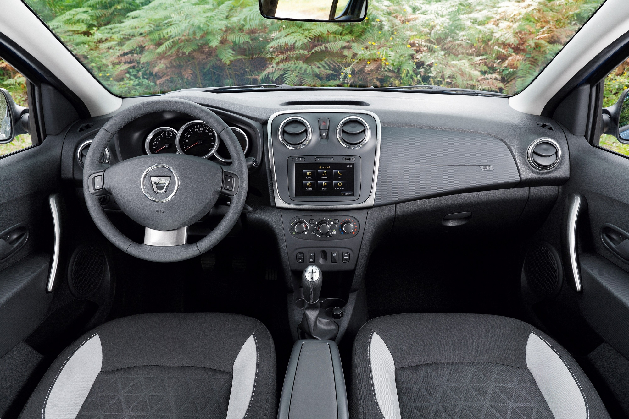 dacia sandero stepway tce 90 slideshow. Black Bedroom Furniture Sets. Home Design Ideas