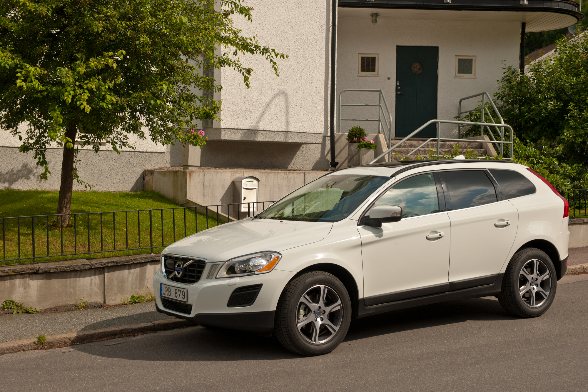 volvo xc60 d4 awd summum slideshow. Black Bedroom Furniture Sets. Home Design Ideas