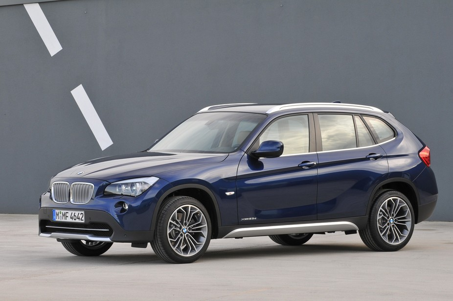 bmw x1 sdrive18d auto 1 photo and 59 specs. Black Bedroom Furniture Sets. Home Design Ideas