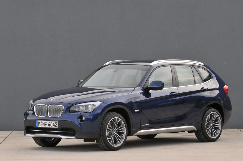 bmw x1 sdrive18i 1 photo and 60 specs. Black Bedroom Furniture Sets. Home Design Ideas