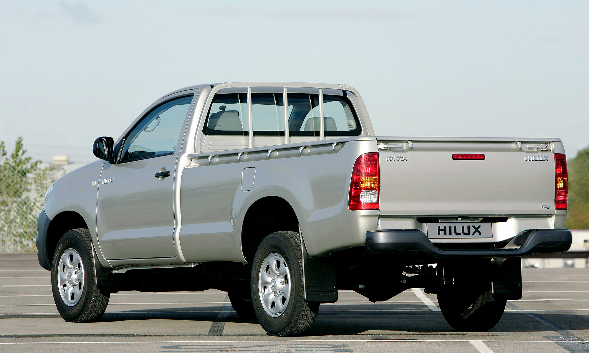 toyota hilux 2.5 single cab hl2 4x4 slideshow :: autoviva