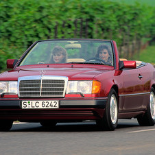 Mercedes-Benz 300 CE-24 Cabriolet AT