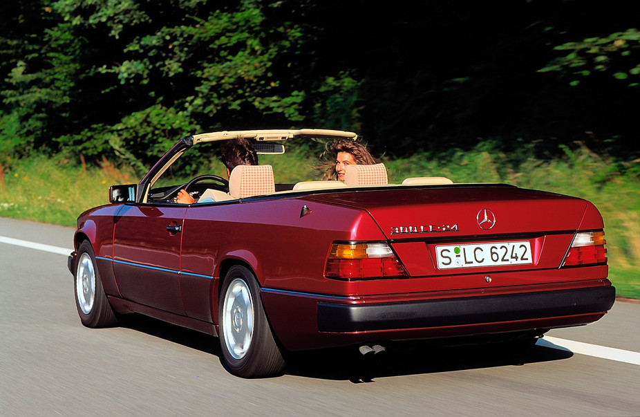 mercedes benz 300 ce 24 cabriolet automatic 1 photo and 70 specs. Black Bedroom Furniture Sets. Home Design Ideas