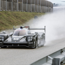 Porsche made a comprehensive evolution of the car that 2014 marked the return of the German brand to the top WEC category