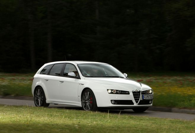 alfa romeo 159 sportwagon 2 0 jtdm 136 ti photo alfa romeo gallery 417 views. Black Bedroom Furniture Sets. Home Design Ideas
