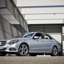The E220 BlueTEC BlueEFFICIENCY has a lower suspension and low rolling resistance tires as well