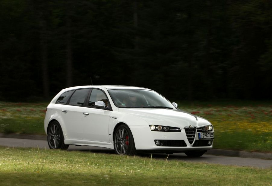 alfa romeo 159 sportwagon 1750 tbi lusso 2 photos and 9 specs. Black Bedroom Furniture Sets. Home Design Ideas