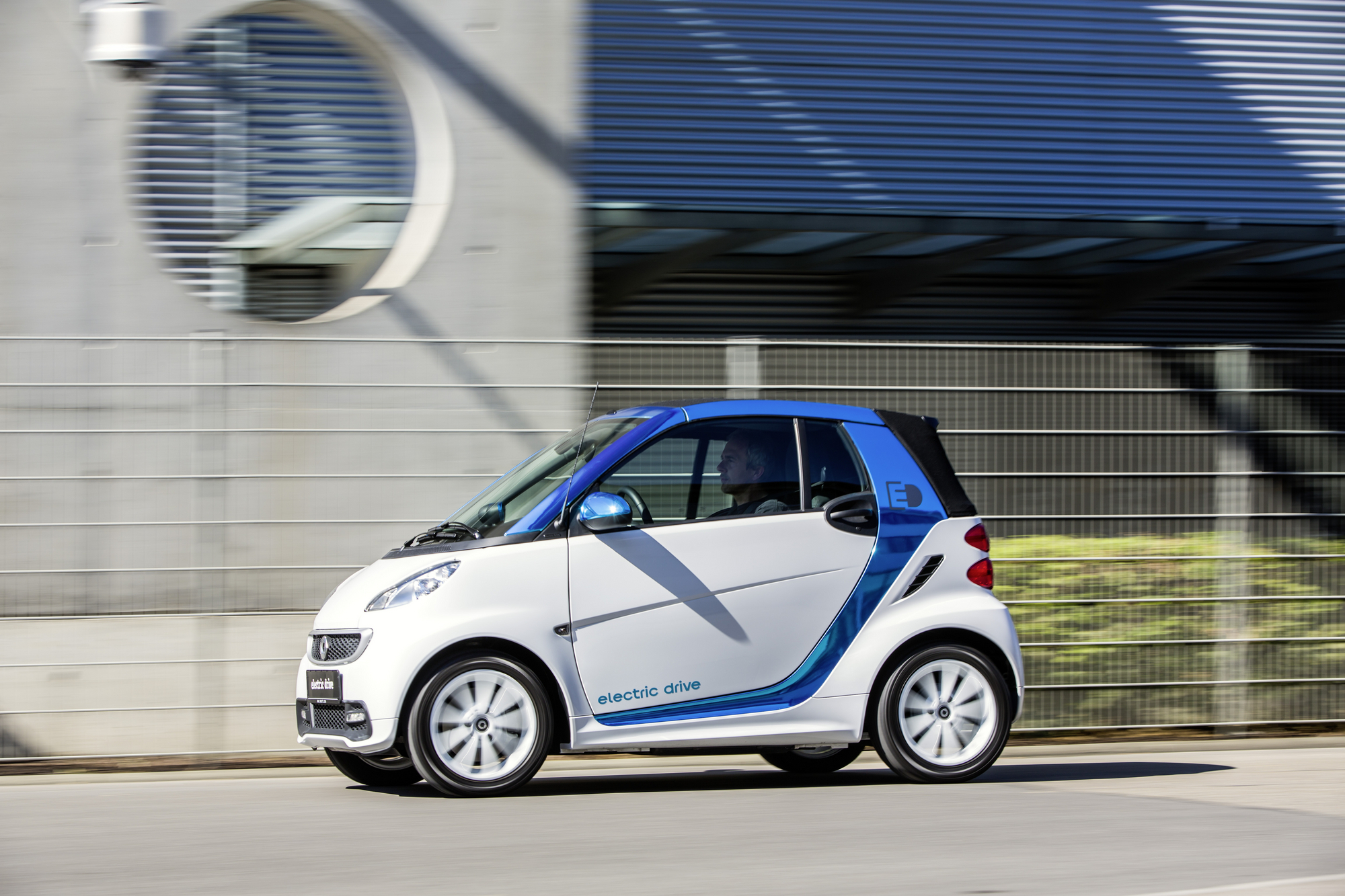 Daimler Adding Fake Engine Noise to Electric Smarts and
