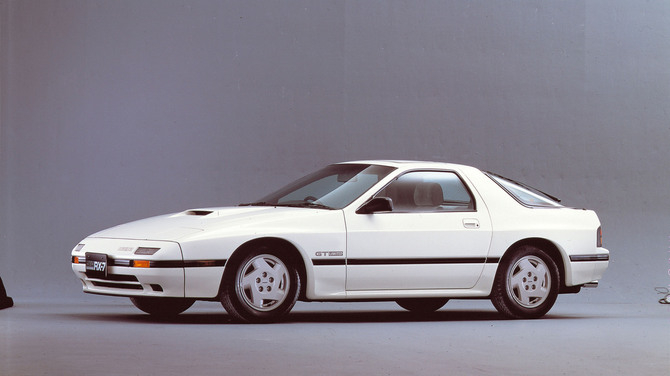 The second generation car was aimed squarely at the US and had very Porsche 944-like styling