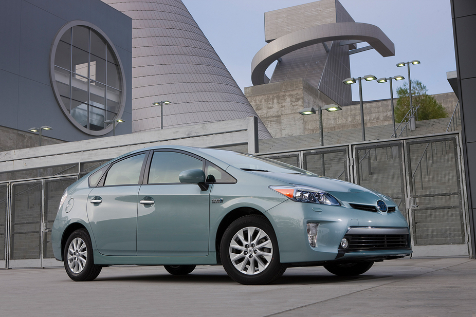 According to Polk, Toyota might have a problem selling its $32,000 Prius Plug-In