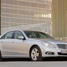 Mercedes-Benz E 200 CGI BlueEfficiency Auto