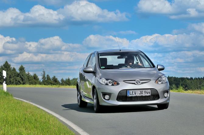 Mazda 2 Sport. Mazda 2 MZR 1.5 Sport Plus