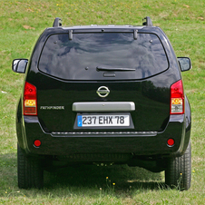Nissan Pathfinder 2.5 dCi XE Pack 7L