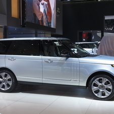 In terms of efficiency the Land Rover reveals the hybrid vehicle consumes an average 6.4l/100km and emits 169g/km of CO2