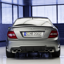 La peinture de finition platine designo magno est disponible en option exclusivement sur la C 63 AMG « Edition 507 ».
