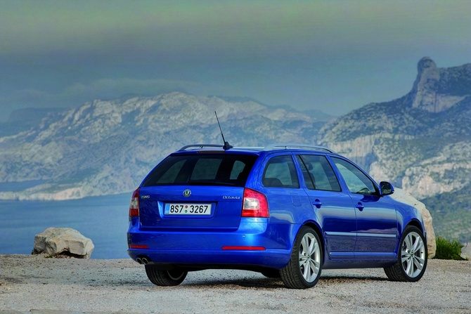 skoda octavia break 2 0 tdi cr dpf 170cv rs photo skoda gallery 1300 views. Black Bedroom Furniture Sets. Home Design Ideas
