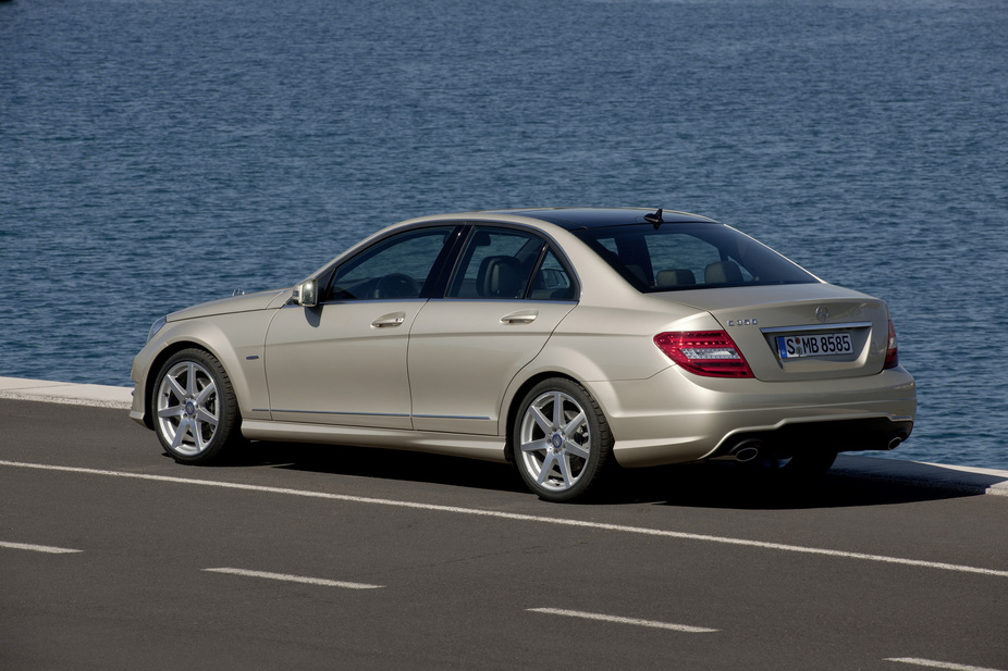mercedes benz c 180 kompressor blueefficiency saloon 1 photo and 46 specs. Black Bedroom Furniture Sets. Home Design Ideas