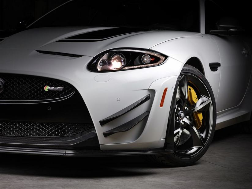 The front of the car gets a carbon fiber splitter and dive plans, and an aluminum valance panel