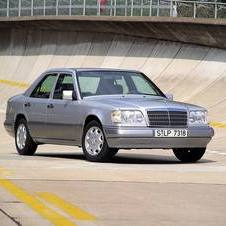 Mercedes-Benz 200 D AT