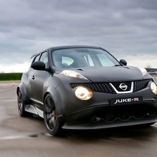 Painted in matt black and with a serious roll-cage inside the Juke R feels every bit the racer.