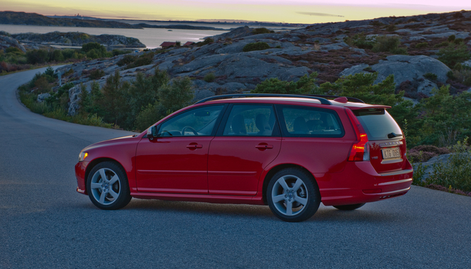 People :: Volvo V50 1.6D DRIVe Start/Stop R-Design photo :: autoviva ...