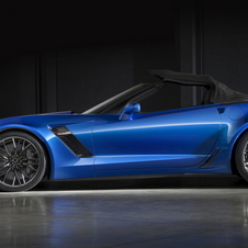 The new Z06 varaint gets a powerered soft-top that can be lowered automatically to at speeds up to 48km/h