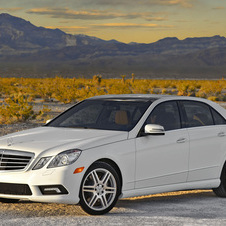 Mercedes-Benz E550 4MATIC Sedan (USA)