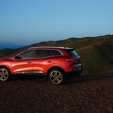 In terms of design the Kadjar follows the same line of the Captur, with flowing, smooth lines