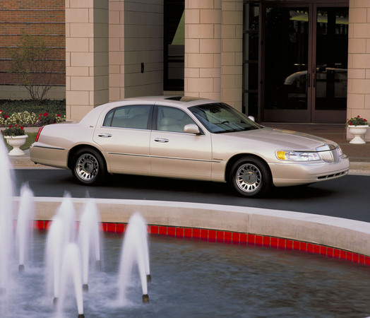 Lincoln Town Car Signature