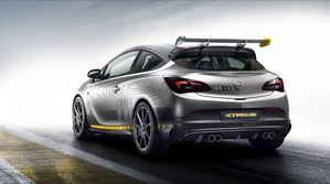 The car is 100kg lighter than the Astra OPC thanks to several components manufactured in carbon fiber