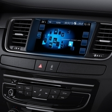 The central console has been simplified with the introduction of a larger number of features on the seven inches touch screen