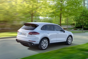 A new 3.6 liter engine V6 biturbo for the Cayenne S was fully developed by Porsche.