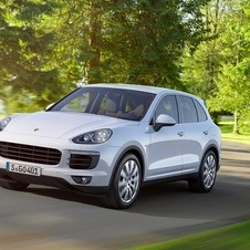 In this update Porsche gave the Cayenne a design that approaches it even more to the more compact Macan