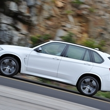 The X5 M50d uses a 3.0-liter six-cylinder diesel engine with three turbos