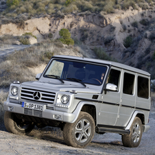 Mercedes Upgrades G-Class with Interior Redesign and 2 AMG models