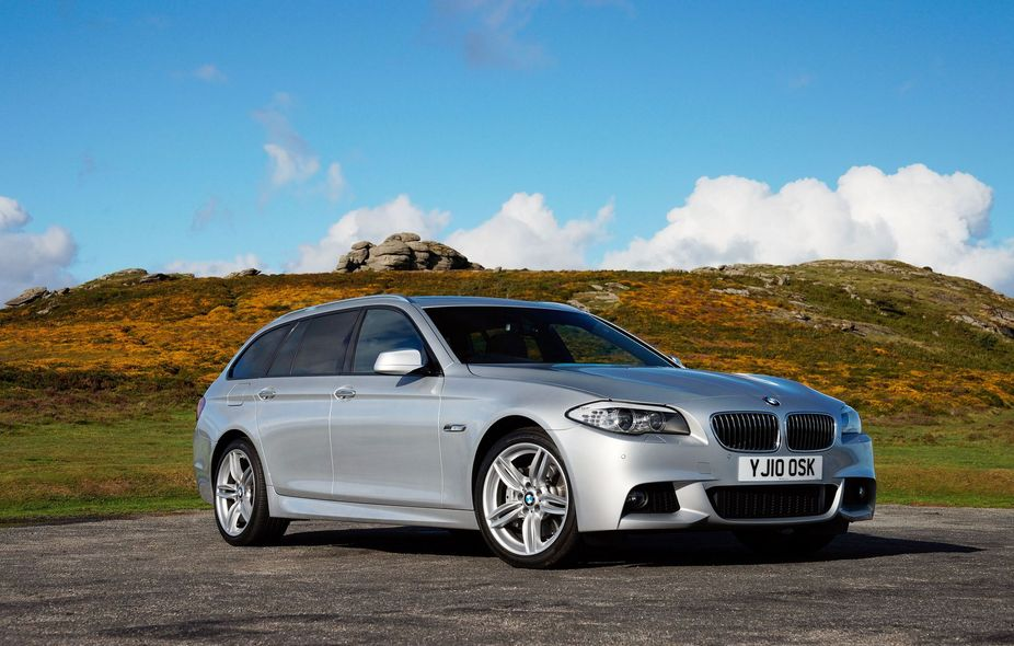 bmw 530d touring m sport 1 photo and 11 specs. Black Bedroom Furniture Sets. Home Design Ideas