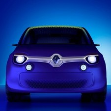The front bares a strong resemblance to the Twingo
