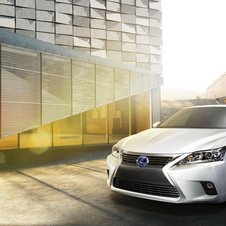 The CT200h gets Lexus' spindle grill