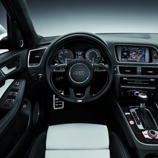 The interior comes from the concept with Pearl and black leather