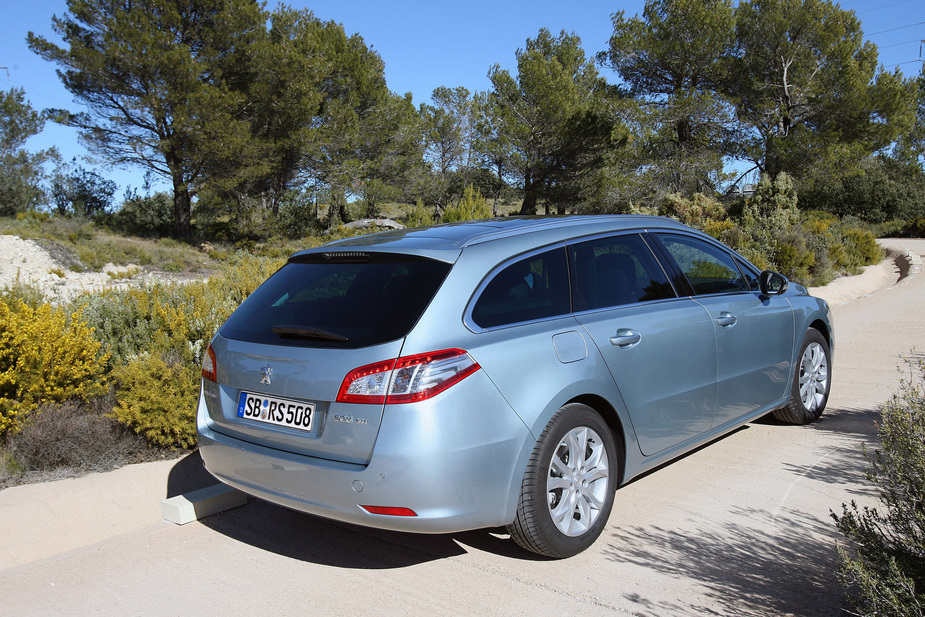 http://www.autoviva.com/img/photos/323/peugeot_508_sw_active_1_6_hdi_112_cvm5_large_42323.jpg