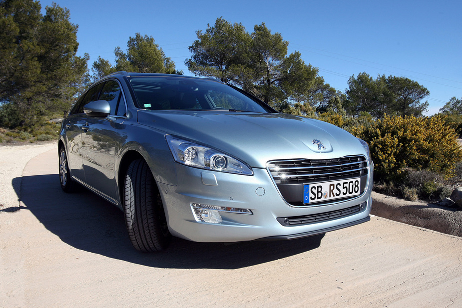 http://www.autoviva.com/img/photos/324/peugeot_508_sw_access_1_6_e_hdi_112_cmp6_large_42324.jpg