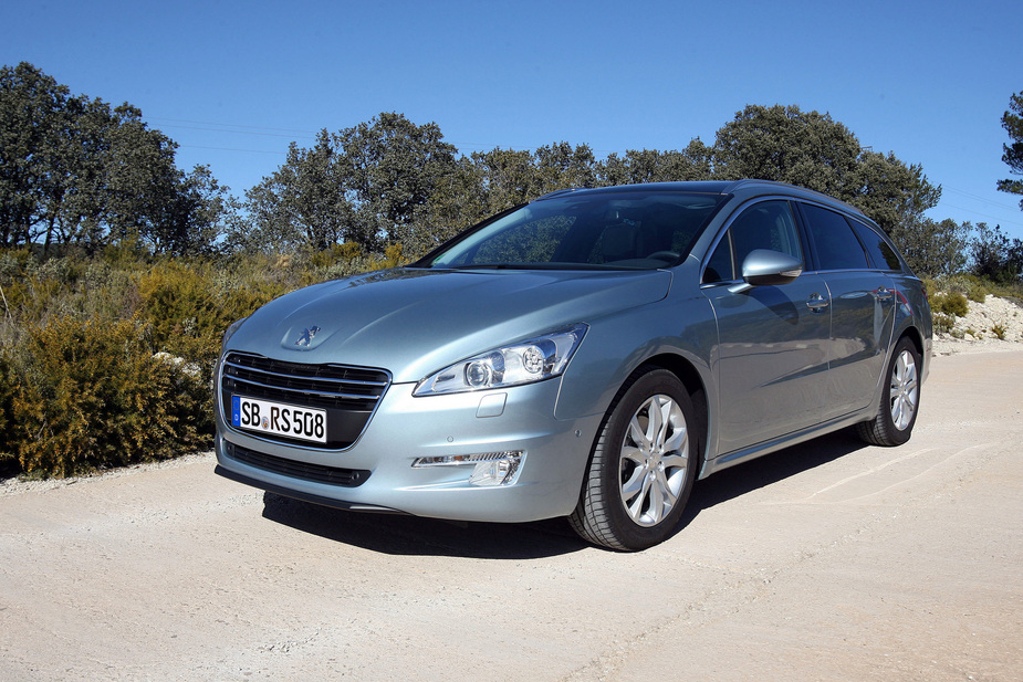 http://www.autoviva.com/img/photos/325/peugeot_508_sw_access_1_6_hdi_112_cvm5_large_42325.jpg