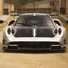 The main highlights of this new version of the Huayra is the large fixed rear wing and front splitter