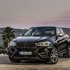 In terms of design the new X6 keeps the same silhouette, however this second generation has more aggressive style details than its predecessor