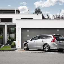 Volvo Presents an Unboxing of the V60 Plug-in Hybrid