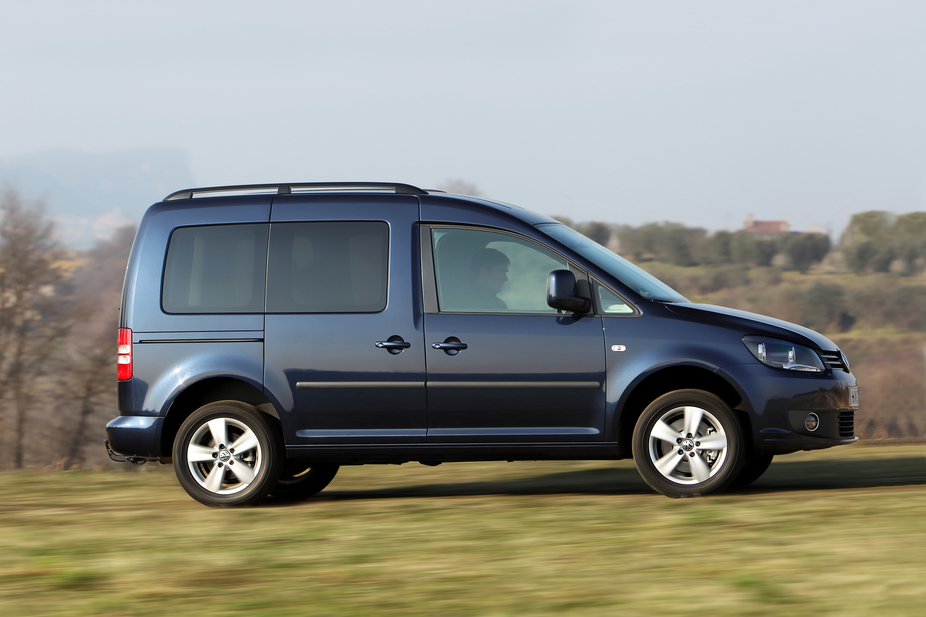 volkswagen caddy maxi 2 0 tdi combi trendline 2 photos and 46 specs. Black Bedroom Furniture Sets. Home Design Ideas