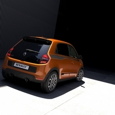 The 17' alloy wheels and dual exhaust give a more sporty touch to the Twingo GT