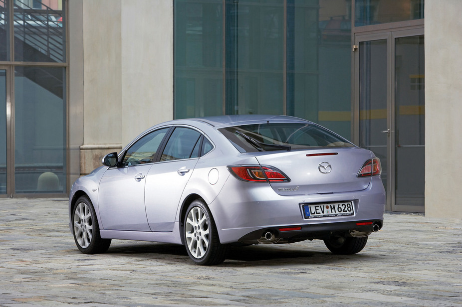 Mazda 6 2.0 MZR-CD Hatchback :: 1 photo and 79 specs :: autoviva.com
