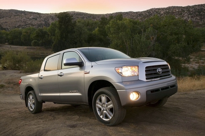 Toyota Tundra-Grade Double Cab 4X4 5.7L Long Bed